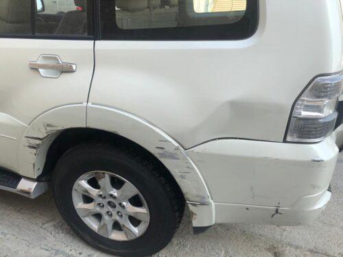 آثار الاحتكاك على سيارة أحمد.