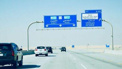 طريق أبو حدرية يمتد من الكويت شمالاً إلى البحرين جنوباً.